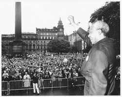 Mandela, saluting the crowd, George Square, 9th October 1993